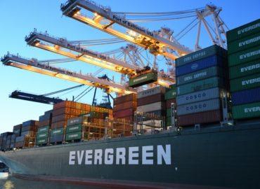 Transportversicherung: Streit um die Ever Given im Suez Kanal